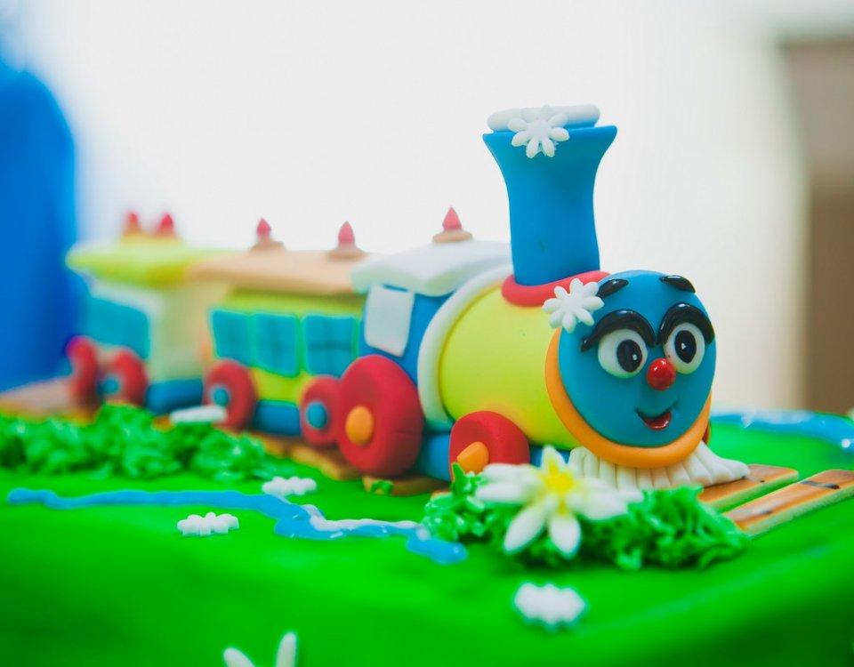День рождения паровозики